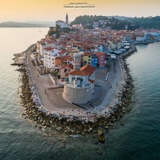 Bird eye view of #Piran. It is a town in southwestern #Slovenia on the Gulf of Piran on the #Adriatic Sea. It is one of the three major towns of Slovenian #Istria. The town has much medieval architecture, with narrow streets and compact houses. Kérlek kövess itt @csakistiphoto , ha tettszik ☝ Please follow me at @csakistiphoto if you like my pic Camera: #DJI #Phantom4Pro 🚁 Képeim megvásárolhatóak 💵 #church #holiday #island #spotrevealed #beautiful #iamdji #sunrise #beachday #water #medival #awesomeearth #travelawesome #oldtown #dronefly #beautifulSlovenia #photooftheday #Pirano #beautiful #birdview #iloveSlovenia #lighthouse #drone #instagood #p4p @dronefly @dronecuration @dronefluence @dronefly @ig_slovenia #yourshotphotpgrapher @djiglobal @dronespace @discover.vacations @dronecuration @fulldrone @guidetodrone @thedronebooth @spacecitydrones @dronenerds @dronefeeling @out_droning @portorozpiran