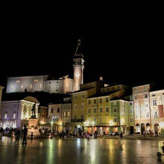 Tartini square by night #nightphoto #wbg_members #fotocatchersmember #ig_mood #igslovenia #slovenija #spotrevealed #mik #ikozosseg #reflection #city #instapic #instadaily #piran #church #bns_city #splendid_shotz #hot_shotz #transfer_visions #tv_travel #ifeelslovenia #all_shots #photooftheday #princely_shotz #supreme_nightshots #ig_nightphotography #beautiful